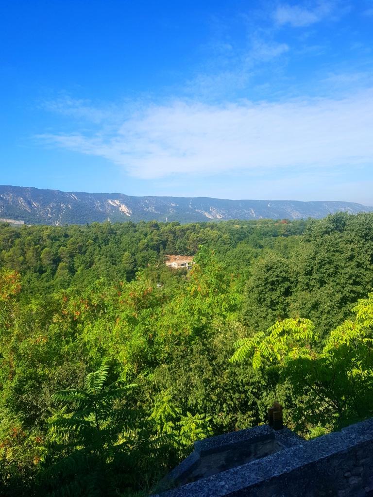 Les paysages autour du village de Ménerbes dans le Vaucluse (France)