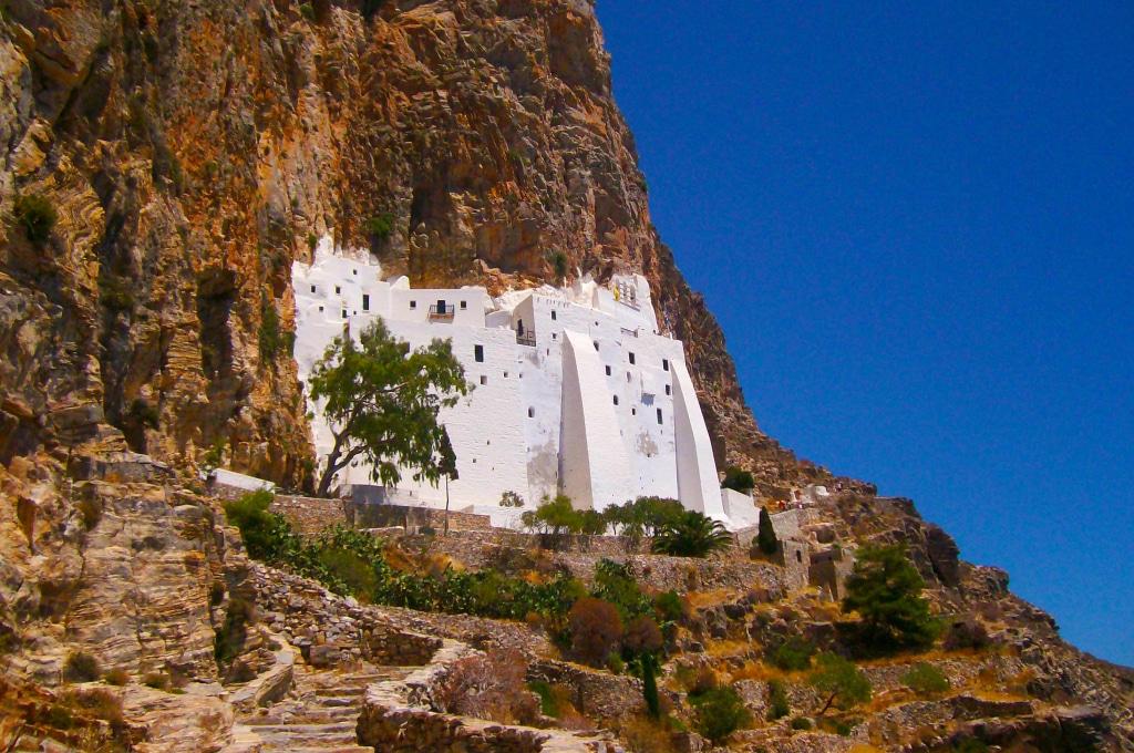 le monastère de la Panagia Chozoviotissa près de Chora à Amorgos dans les Cyclades, Grèce