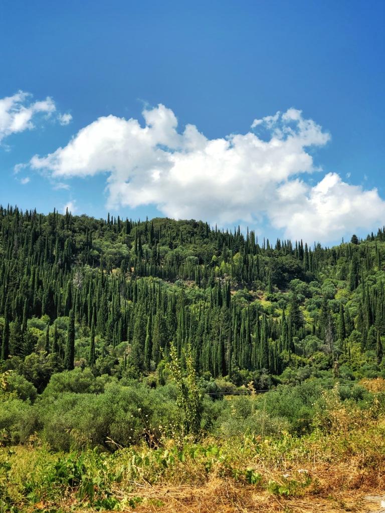 En réalité, le mont Enos (ou Ainos en grec) est le prolongement de la chaîne montagneuse de Pinde.
