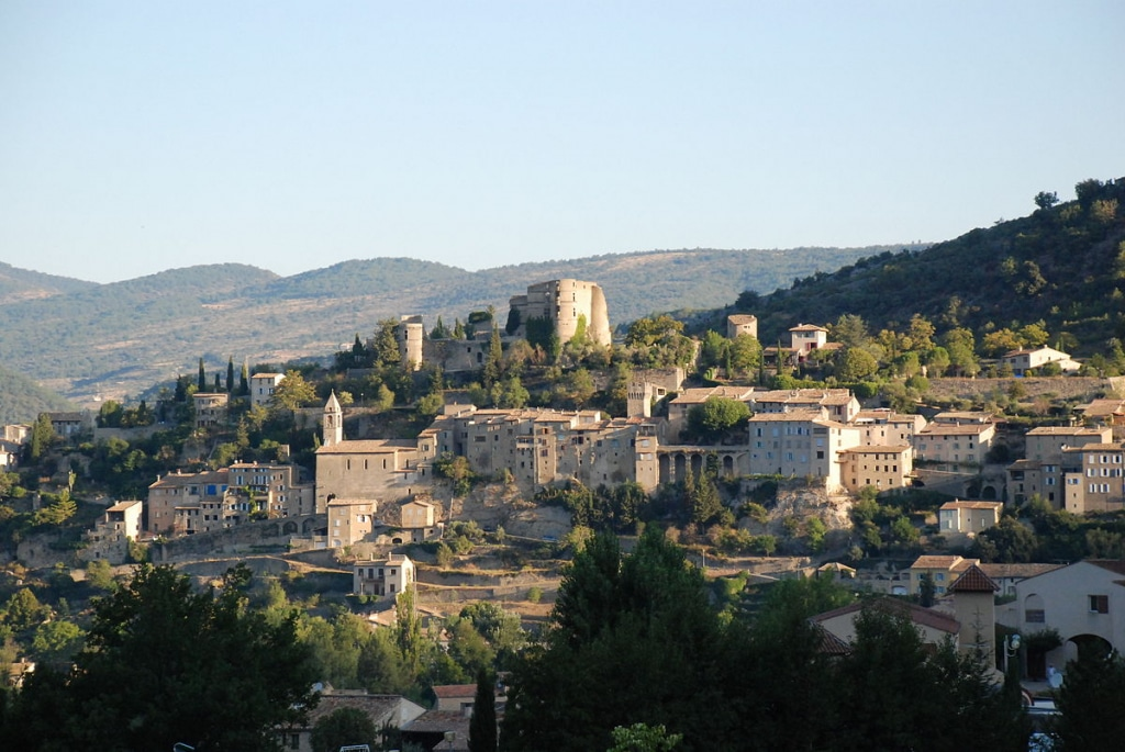 Vue sur le village de Montbrun-les-Bains, Drôme