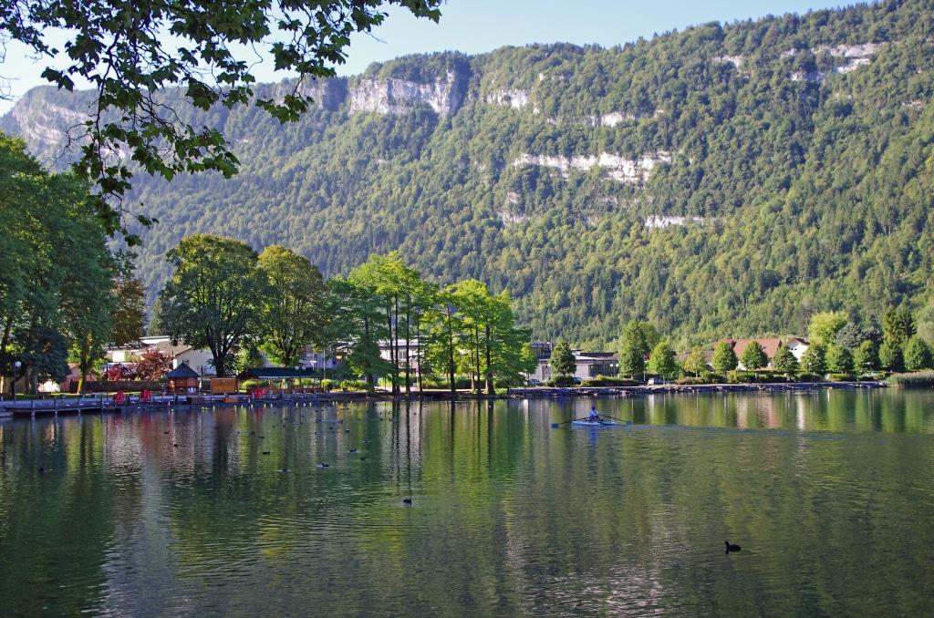 Le lac de Nantua dans le haut-Bugey