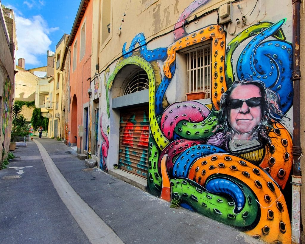 Le street artiste Naoui, rue de Tunis à Sète