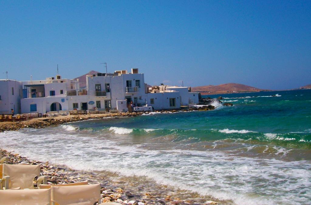 Bord de mer à Naoussa sur l'île de Paros dans les Cyclades en Grèce