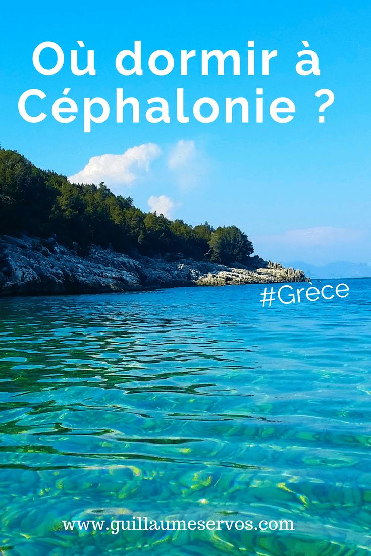 Tu cherches où dormir à Céphalonie en Grèce ? Je te dévoile les endroits de cette île grecque les plus adaptés à ton séjour dans ce petit paradis de la mer ionienne.