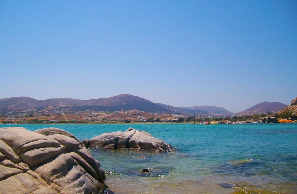 Les criques de Kolymbithrès près de Naoussa sur l'île de Paros dans les Cyclades en Grèce
