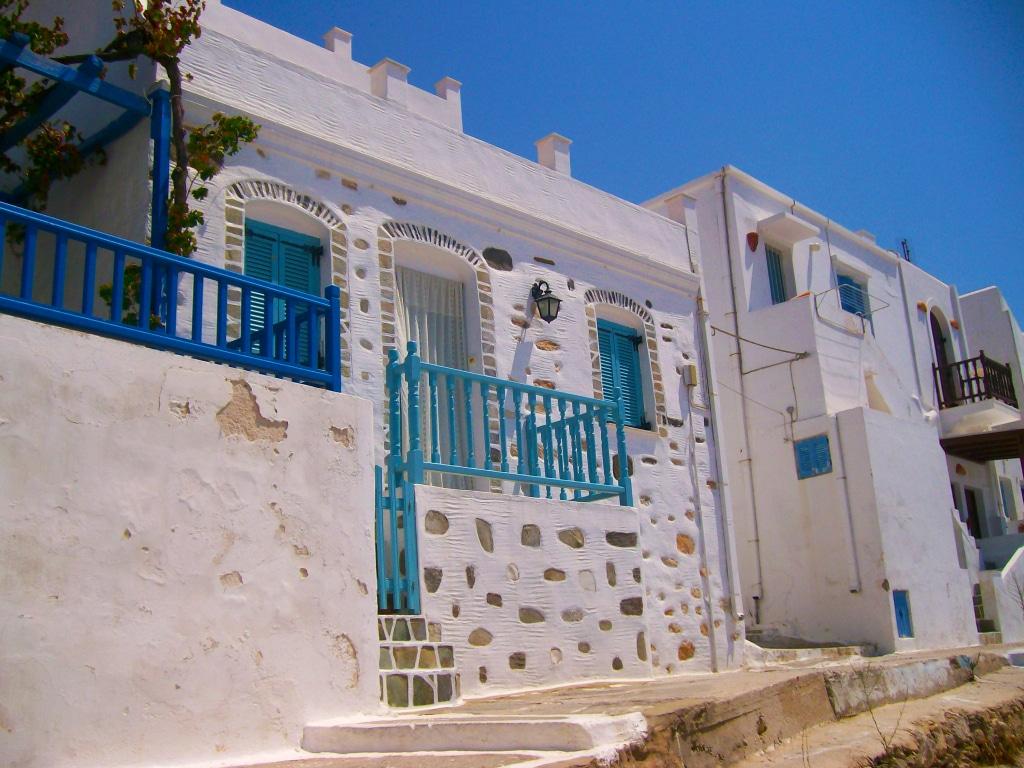le sublime village de Lefkès sur l'île de Paros dans les Cyclades en Grèce