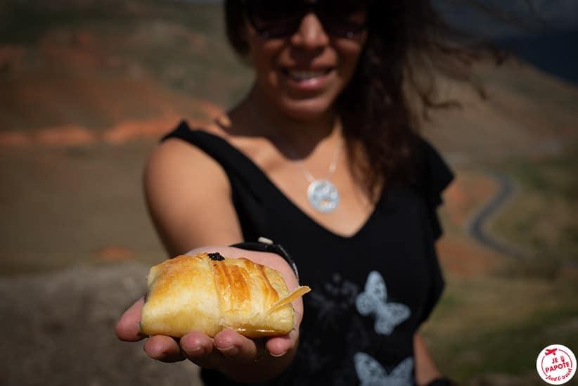 Pâté de viande du Kirghizistan avec Céline du blog voyage Je Papote
