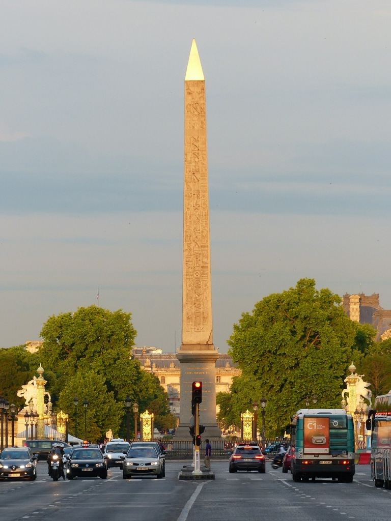 La Place de la Concordeest l'un des plus grands cadrans solaires au monde, anecdotes insolites sur Paris
