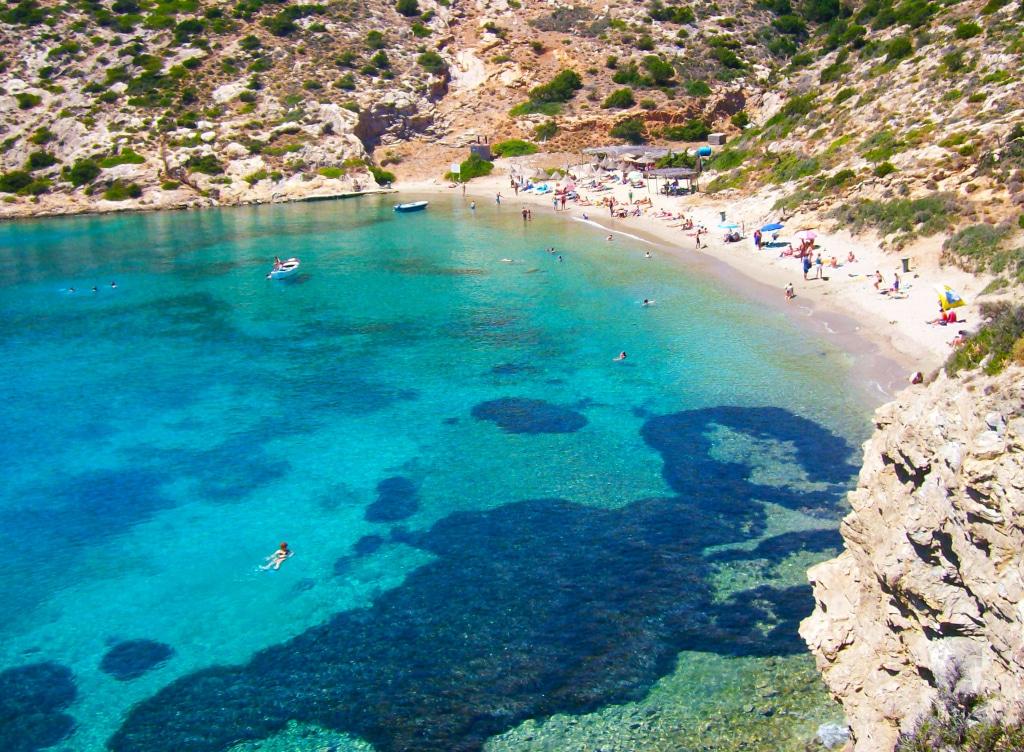Plage de Plakès près de Katapola à Amorgos, Grèce