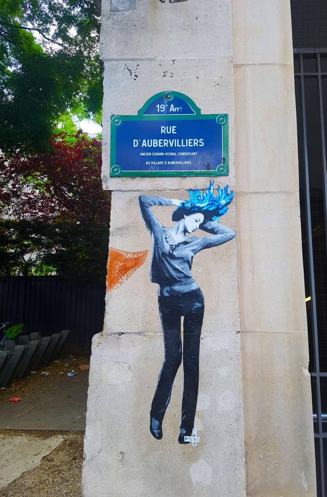 Collage du street artiste Polar Bear, rue d'Aubervillers, street art Paris.