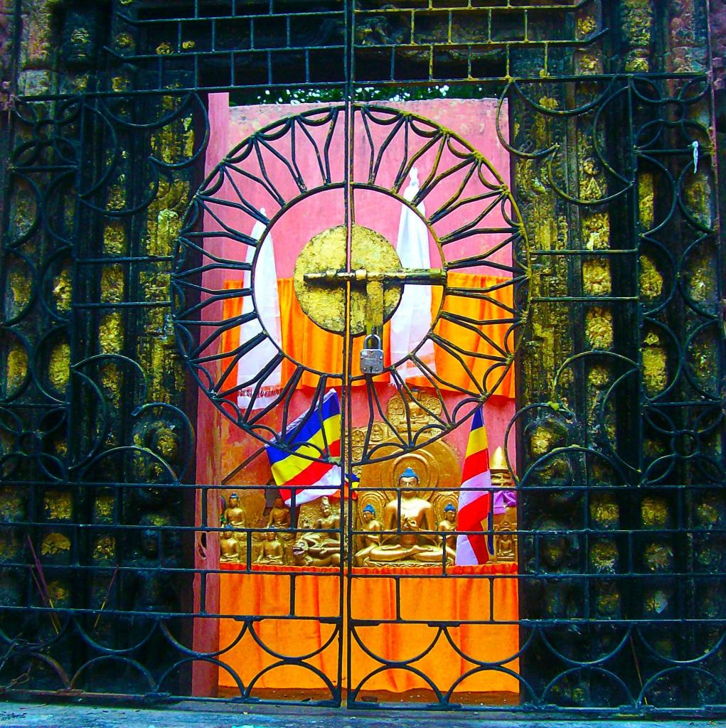 Dans l'enceinte du Mahabodhi temple à Bodhgaya, roadtrip en Inde