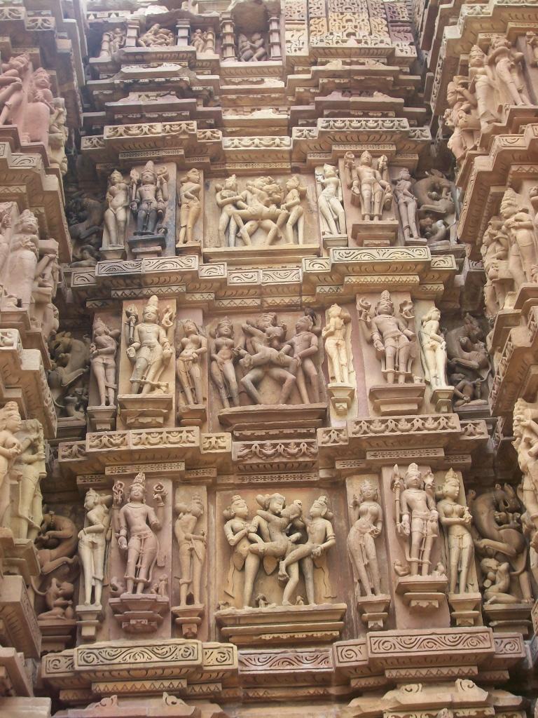 Les fameuses sculptures érotiques des temples de Khajuraho, roadtrip en Inde