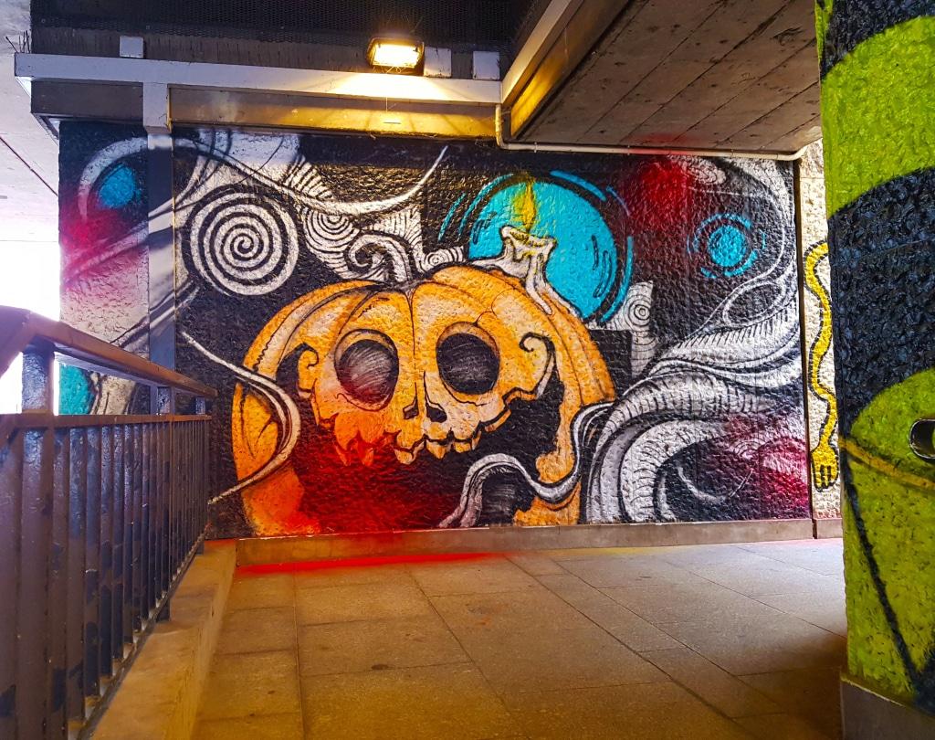 La citrouille qui fait peur, art urbain Paris