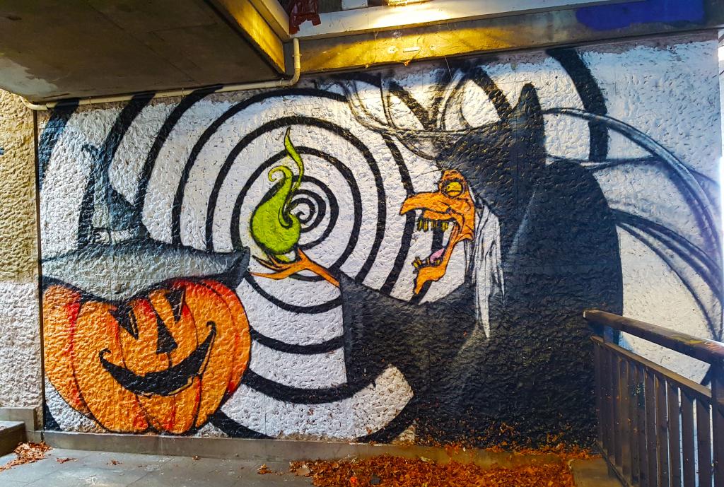 Une sorcière plus vraie que nature, street art Paris