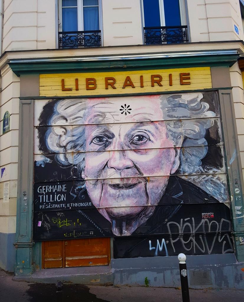 Portrait street art de Germaine Tillion, angle rue de Tourtille et rue Lesage à Paris.