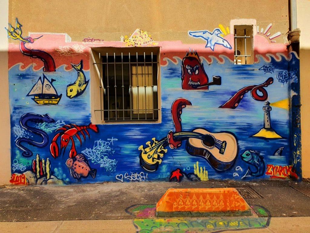 en vrac, rue de Tunis, Sète (France)