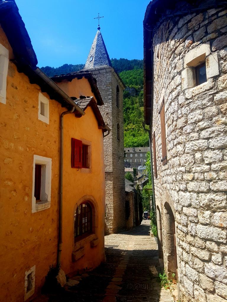 Les ruelles du village de Sainte-Enimie dans les gorges du Tarn