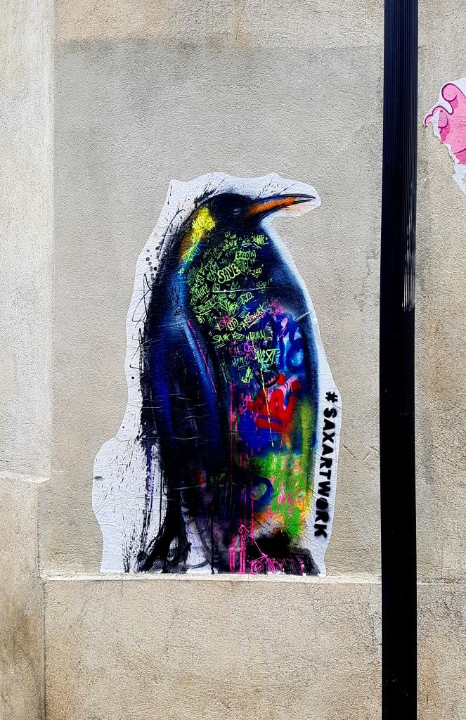 Le pingouin d'Henry Blache (@saxartwork) sur les murs de la Butte-aux-Cailles