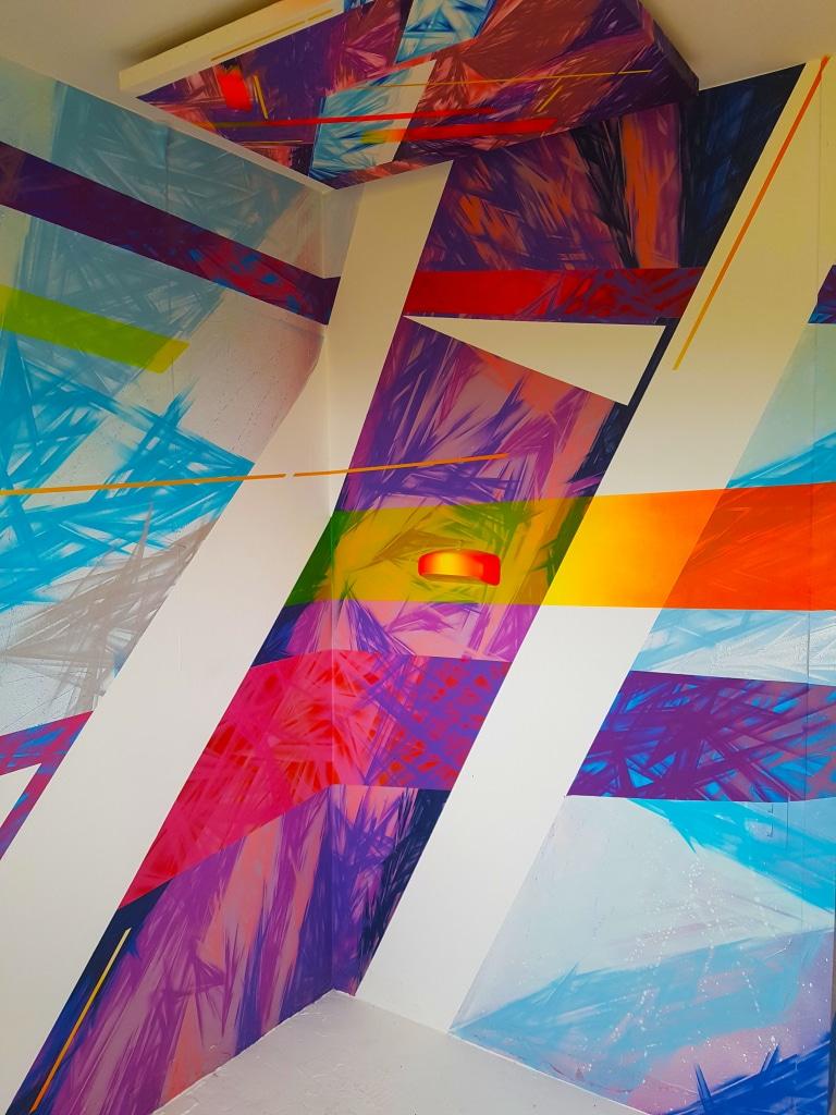La chambre Crystalisium Extensia de Serty 31 à l'HOTEL 128 de la Street Art City