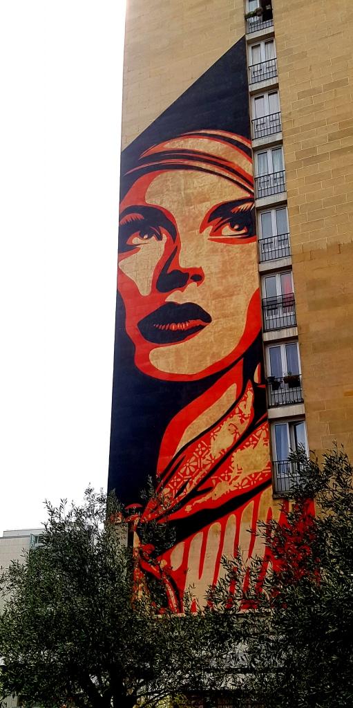 Street art de femme de Shepard Fairey, street art Paris 13.
