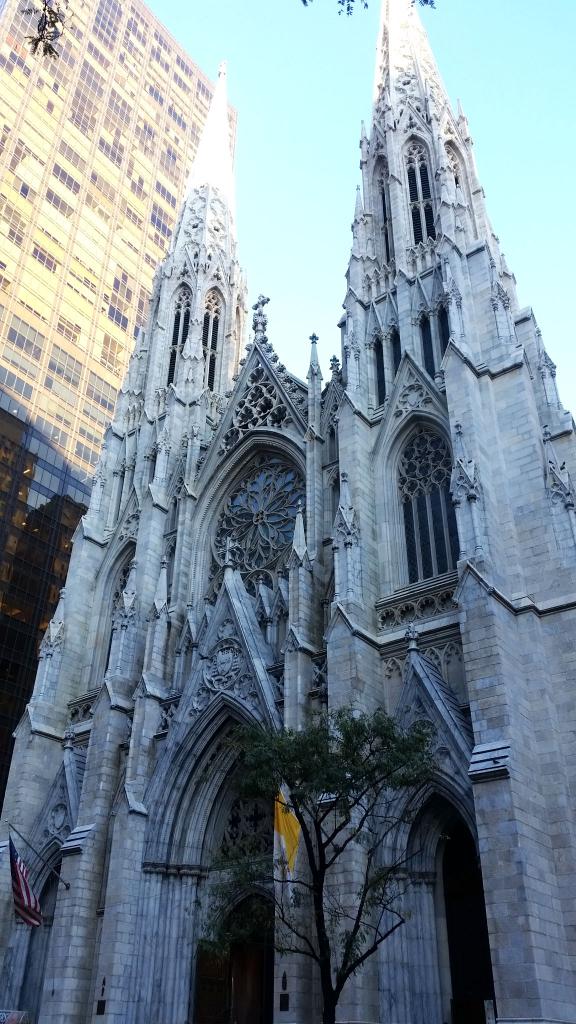 Cathédrale Saint-Patrick à Manhattan, New York à pied