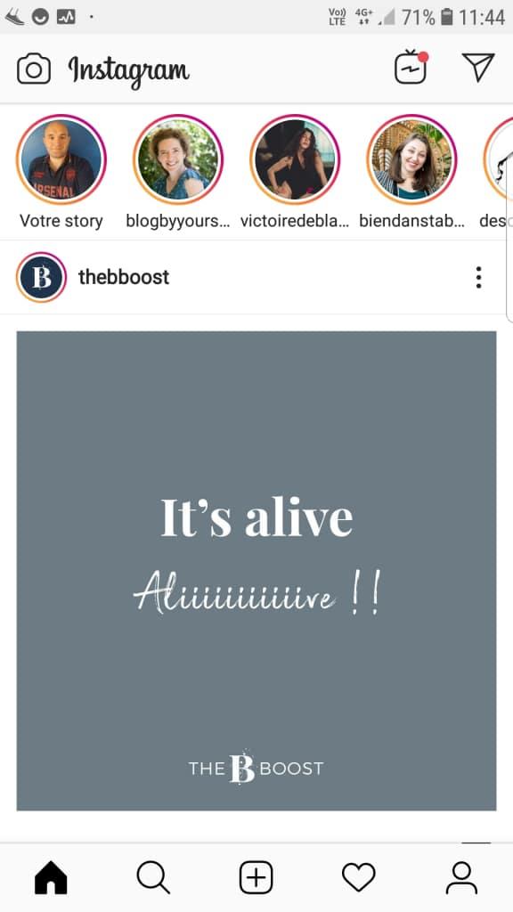 Les visuels, les photos ou les vidéos de moins de 15 secondes qui composent tes stories Instagram apparaissent dans une petite section en haut de ton flux et disparaissent au bout de 24 heures.