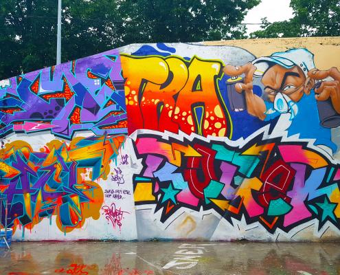 Découvre la scène street art et graffiti de Bourg-en-Bresse (Ain). Au menu : le festival Bourk en en Spray, Kamer, Erpi...