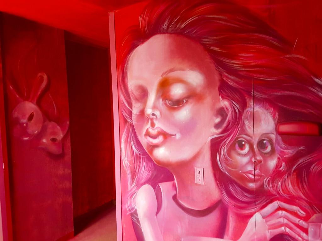 La chambre de Caro Pepe à l'HOTEL 128 de la Street Art City