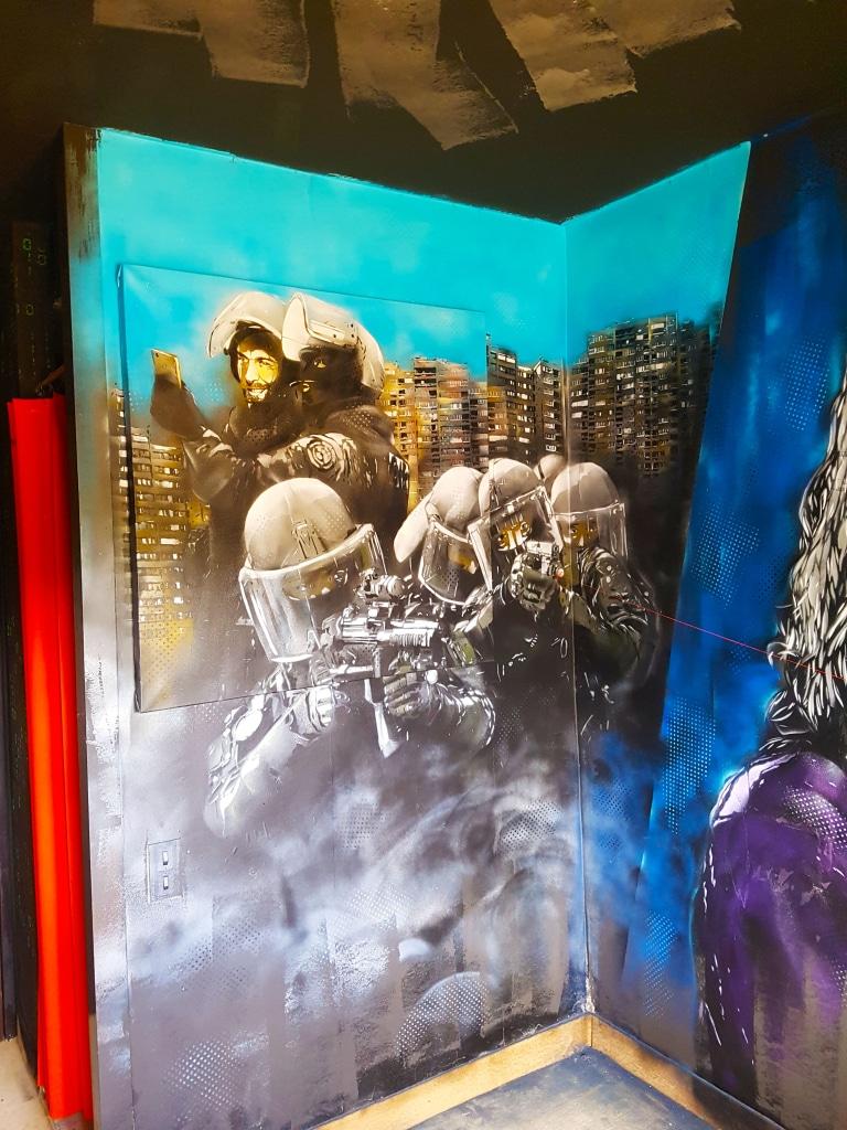 la chambre du street artiste EMAR à l'HOTEL 128 de la Street Art City