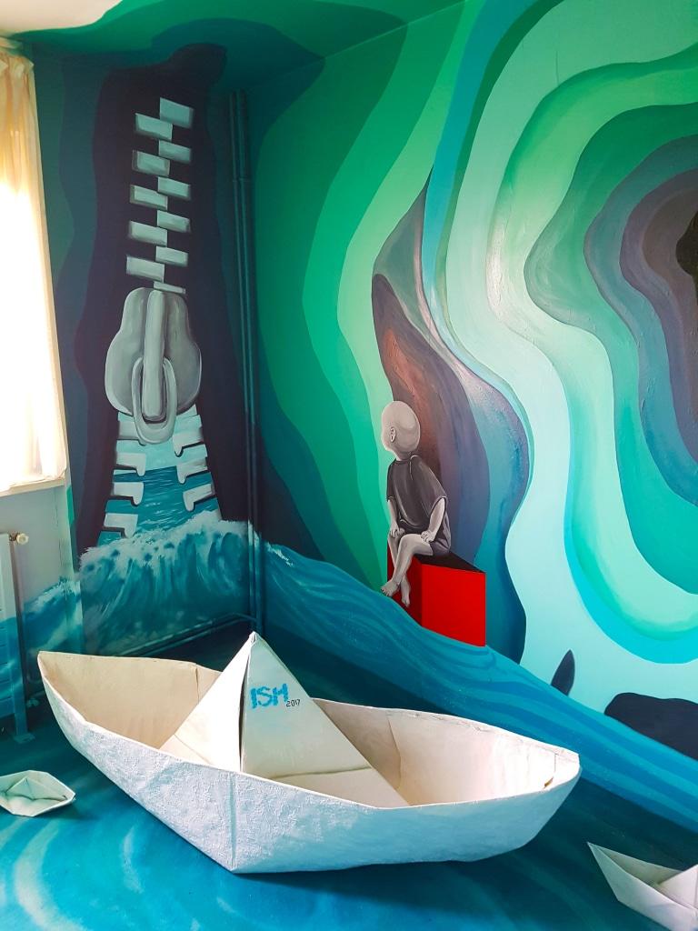 La chambre d'ISH à l'HOTEL 128 de la Street Art City
