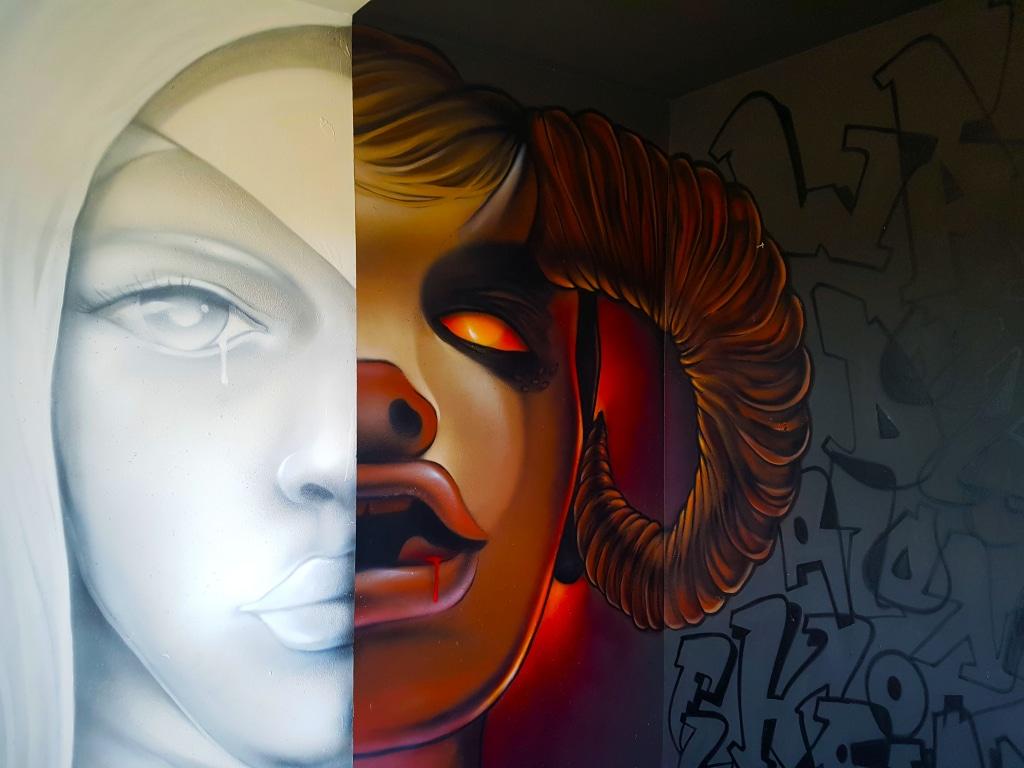 La chambre de Snake à l'HOTEL 128 de la Street Art City