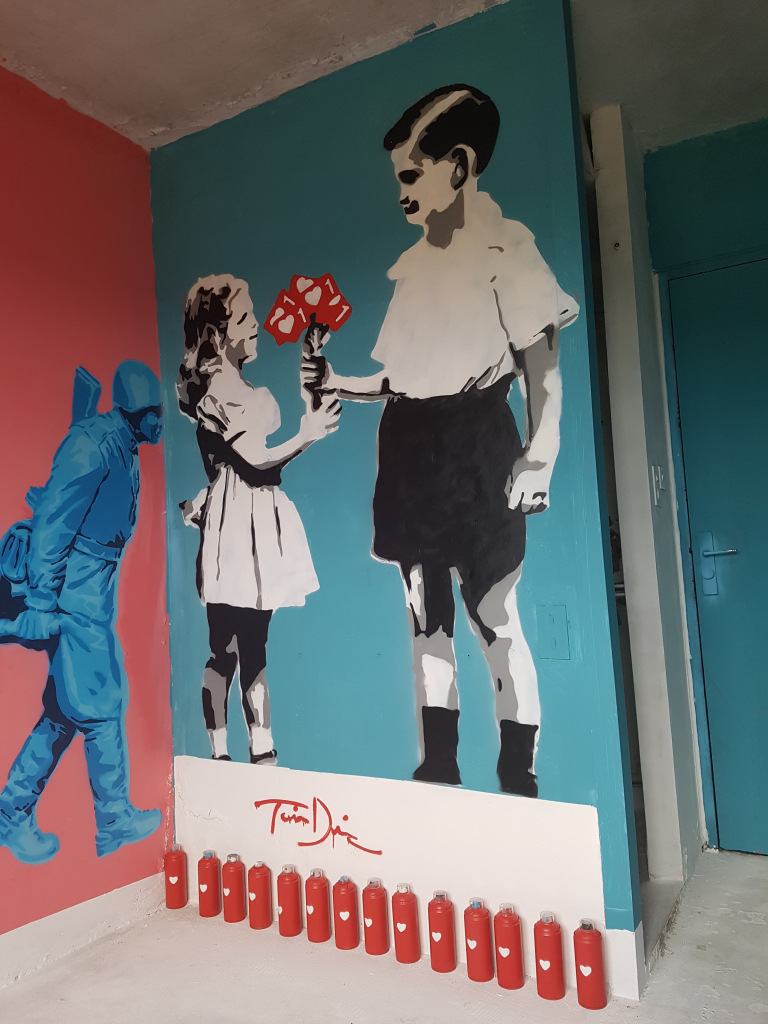 La chambre du street artiste Tavin Davis à l'HOTEL 128 de la Street Art City