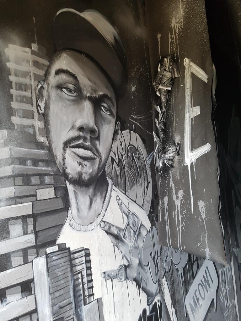 La chambre de Zeso à l'HOTEL 128 de la Street Art City
