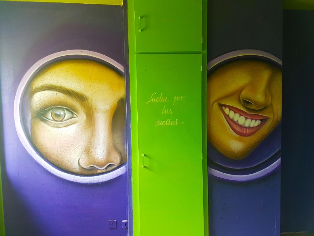 Chambre à l'intérieur de l'HOTEL 128 à la Street Art City