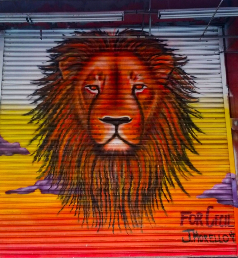 street art rendant hommage au lion Cecil près de Little Italy à Manhattan, New York