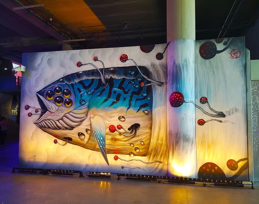 Veks Van Hillik au Groupama Stadium pour l'exposition street art Offside Gallery, Lyon