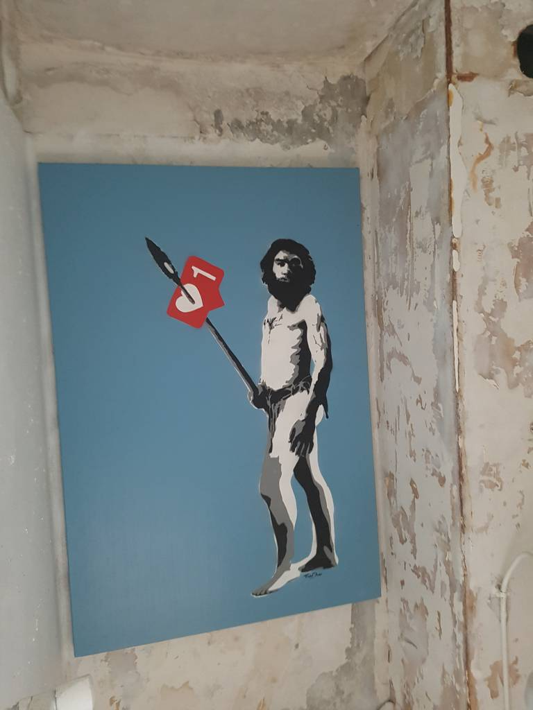 La chambre Like me, like me, like me de Tavin Davis à l'HOTEL 128 de la Street Art City
