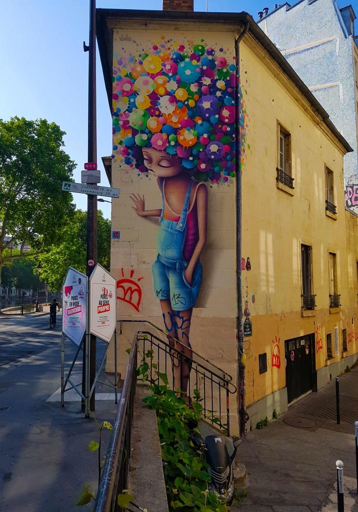 Fresque de Vinie à l'angle entre la rue des Vinaigriers et du canal Sain-Martin, street art Paris.
