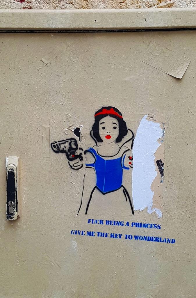 Je m'en moque d'être une princesse, file-moi les clés du pays des merveilles. Dtreet art à la Butte-aux-Cailles, Paris.