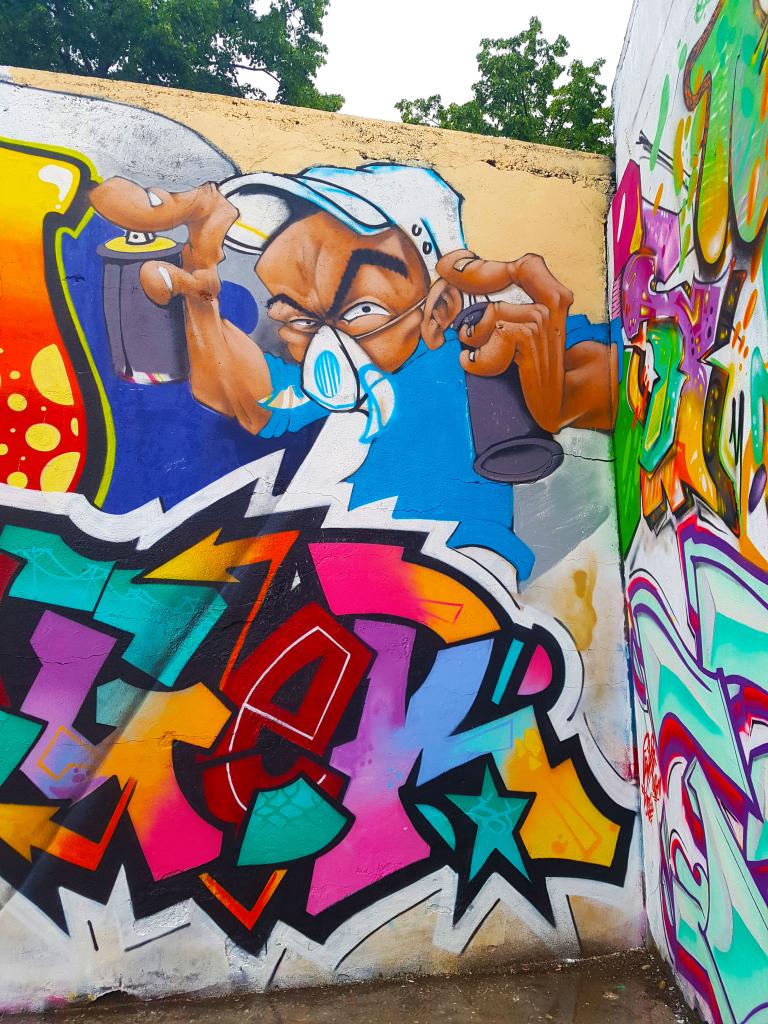 Graffiti sur le parking de la vinaigrerie à Bourg-en-Bresse