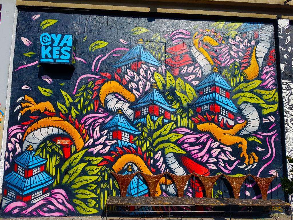 Depuis plus de 10 ans maintenant, le street artiste  Yakes opère sur la scène graffiti de Paris et de sa banlieue.